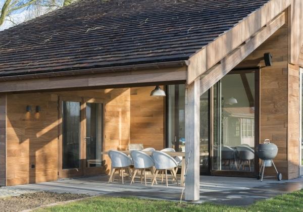 Renoveren van bijgebouwen totaalrenovatie met hout oude hoeve